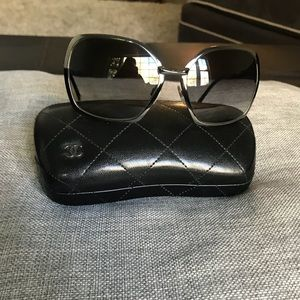 Chanel 4176 Gunmetal Sunglasses•Excllent Condition